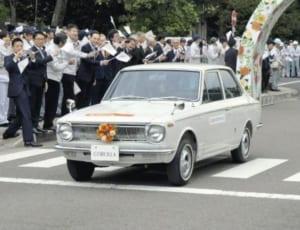 Q78 昭和41年に初代モデルが発売され、国民車として親しまれた自動車は?