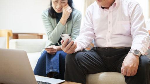 シニアの家計に重い「通信費」 どう見直す?