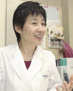 遺伝子検査の意義について説明する聖路加国際病院ブレストセンター長の山内さん(撮影 TORA)