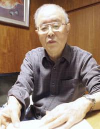 今夏に受けた甲状腺がんの手術を振り返る前田さん(名古屋市の自宅で)