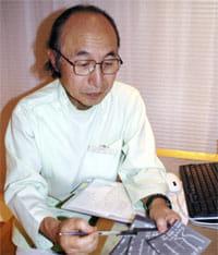 A子さんの検査結果を説明する宮田幹夫さん