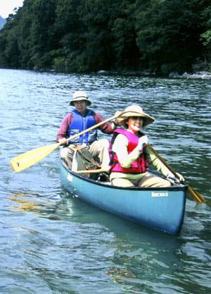 奥日光でのカヌーは、夫婦で楽しんだ夏の恒例バカンスだった(2005年7月)