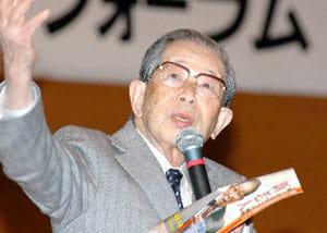 長野市で開かれた新老人の会フォーラムで長生きのこつを伝授する日野原(2007年4月27日)