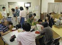 地域で認知症の人と家族を支え、学び合おうと月に1度開かれる「土橋カフェ」(川崎市内で)