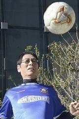 「応援する徳島ヴォルティスがJ1に昇格し、ワールドカップも楽しみ。今年は寝不足になりそう」(東京都内で)=藤原健撮影
